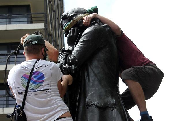 Student photojournalist Jess captures Colston statue drama and Black Lives Matter protest